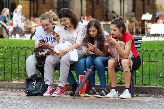 Faut-il acheter un smartphone pour le collège à son enfant